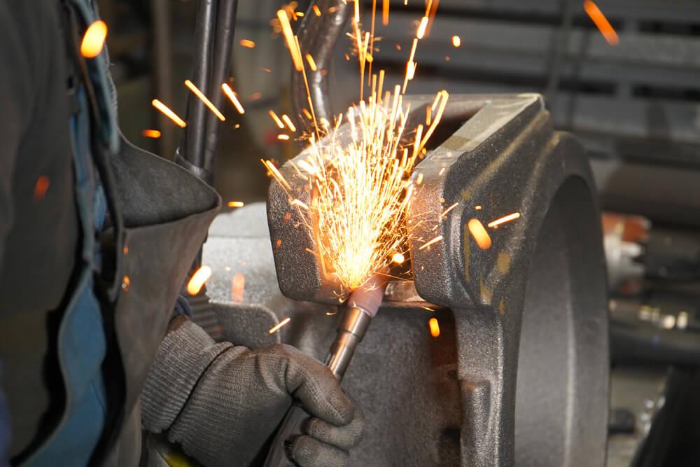 Réparation de pièces de fonderie par meulage